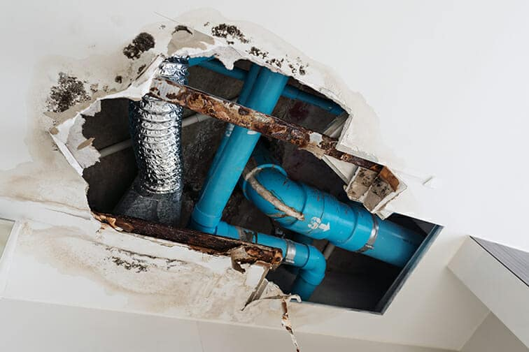 loose plumbing pipes